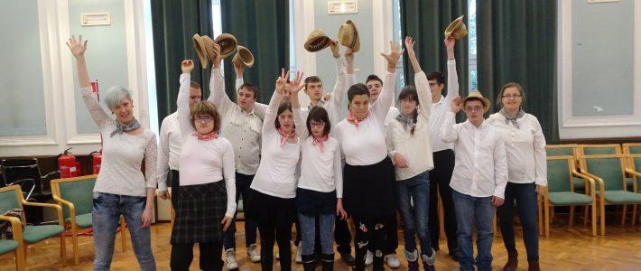 Nastop učencev na prireditvi ob mednarodnem dnevu invalidov